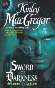 Sword of darkness / Kinley MacGregor.