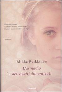 L'armadio dei vestiti dimenticati / Riikka Pulkkinen
