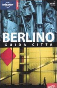 Berlino : guida citta / Andrea Schulte-Peevres