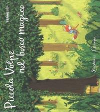 Piccola volpe nel bosco magico